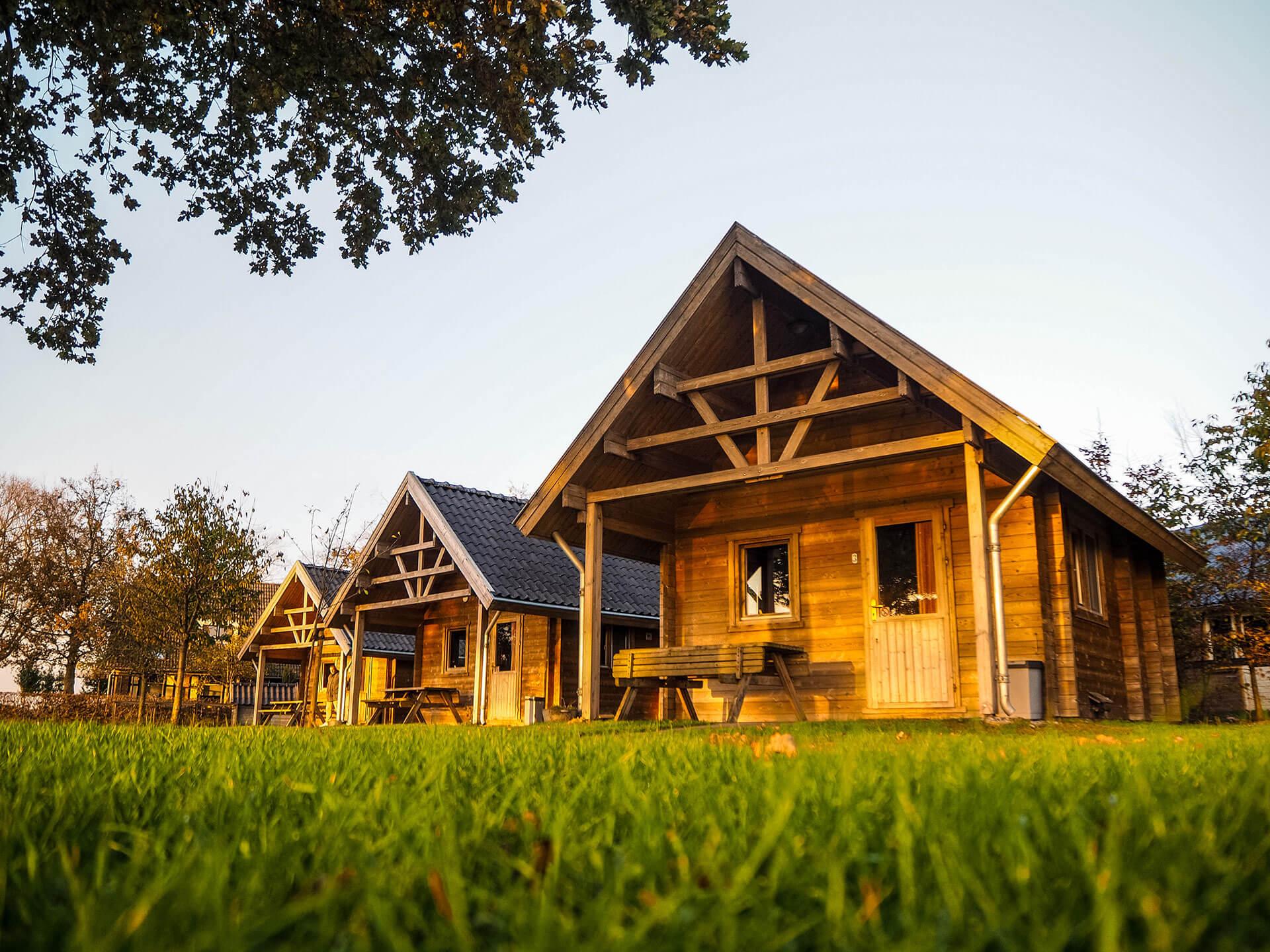 Blokhut op camping Wisbroek houten blokhuis als trekkershut of tiny house