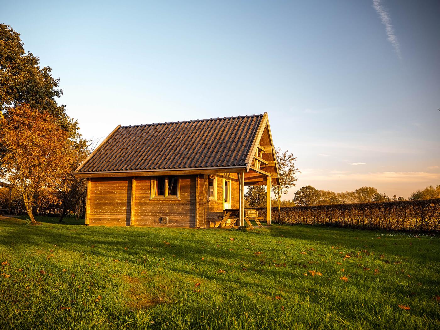 houten blokhut verhuur blokhuis trekkershut chalet op camping het wisbroek