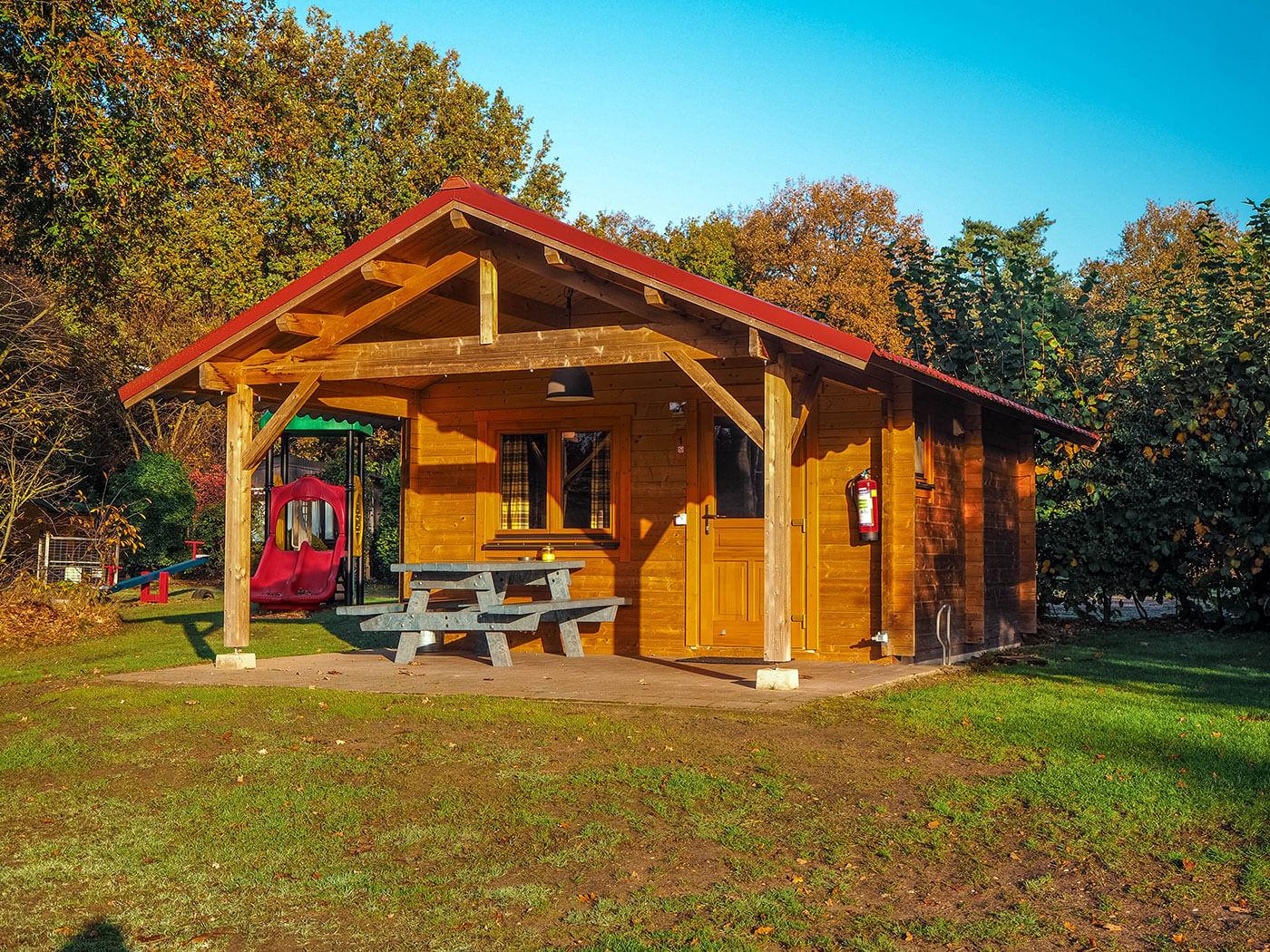 houten trekkershut comfort blokhut op camping holterberg